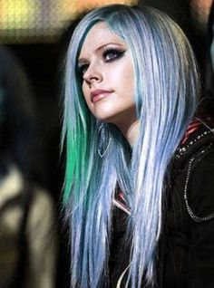 Avril Lavigne - Blue Hair
