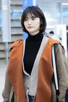 jeonghwa Side Bangs Hairstyles, Cute Hairstyles, Korean Short Haircut, Hair Inspo, Hair Inspiration, Asian Hair, Shoulder Length Hair, Dream Hair, Korean Actresses