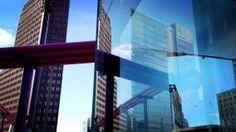 SPIEGELUNG - Mit einem iPhone 4S und der App ProCamera zwischen den Hochhäusern am Potsdamer Platz aufgenommen.