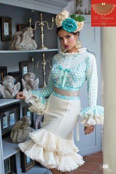 El abanico artesanía Flamenco Costume, Corporate Wear, Spanish Wedding, Spanish Fashion, Trumpet Skirt, Frou Frou, Casual Chic Style, Traditional Outfits, Fashion Beauty