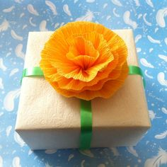 DIY Paper Flower: Gift Box Topper Flower
