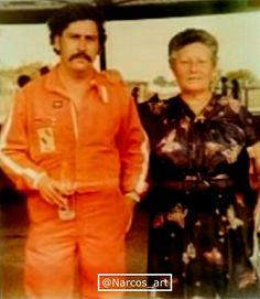 'El Pátron' con su madre Pablo Emilio Escobar, Pablo Escobar, Mafia, Colombian Drug Lord, Heisenberg, Sport Motorcycles, Videogames, Silver, Words