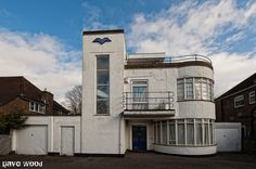 Art Deco house in Old Bedford Road, Luton, Bedfordshire. Designed by Evelyn Simmons, the house was also featured at the Ideal Home Exhibition in the Art Deco Decor, Art Deco Home, Art Deco Design, Office Inspiration, Design Industrial, Art Deco Movement, Streamline Moderne, Art Deco Buildings, Building Art