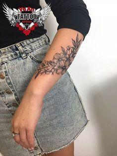 Flower Tattoo Designs, Tattoo Designs For Women, Tattoo Ideas Flower, Feather Tattoo Design, Body Art Tattoos, Cool Tattoos, Female Tattoos, Forearm Tattoos For Women, Female Forearm Tattoo