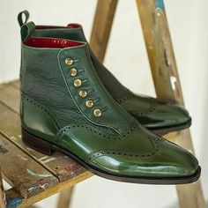 Men's Green Bullock Engraved Pointed Boots – insboys Men's Shoes, Shoe Boots, Dress Shoes, Shoes Men, Men Dress, Mens Boots Fashion, Leather Fashion, Mens Short Boots, Leather Chukka Boots