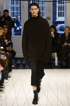 See the complete Chalayan Fall 2017 Menswear collection.