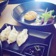 Feliz sábado!! Otro día más, os comparto un restaurante, esta vez con opciones veg. Kawamura está especializado en ramen, tienen la opción vegetal que nos sentó de maravilla. Junto con las empanadillas rellenas de verduras yo comí muy bien. Mi compi de vida probó las croquetas de patata (ojo solo para vegetarianos pues lleva huevo) y le encantaron. Es un restaurante pequeñito pero muy gracioso, si sois tan freaks como nosotros, os encantará por las figuritas y decoración japonesa. Ya me…