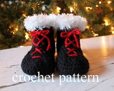 Ravelry: Christmas Baby Booties pattern by Leslie Young