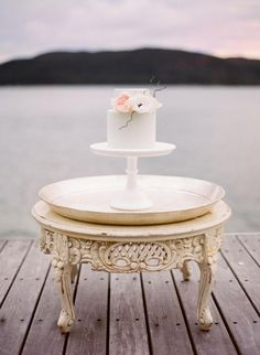 Simple Wedding Cake / Laura & Josh's Classic Cottage Wedding by The Sea