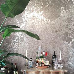 Barcart area designed by Evan Schwartz with Calico Wallpaper's Lunaris 'Fog' #calicowallpaper #lunar #moonscape #metallicwallpaper #silverwallpaper
