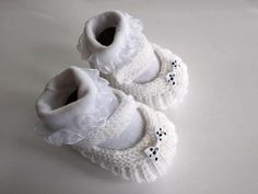 Papučky môžeme ľubovoľne ozdobiť Diy And Crafts, Baby Shoes, Clothes, Fashion, Moda, Clothing Apparel, Fasion, Clothing, Outfits