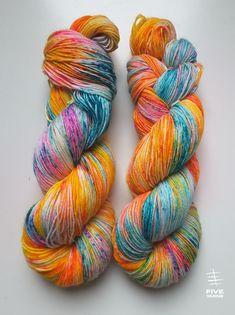 Hand dyed sock yarn: Treasure Island (Reversed) - Sock - 75 Superwash Wool/25 Nylon, Handdyed yarn, Handdyed sock yarn by FiveYarns on Etsy https://www.etsy.com/ca/listing/573339587/hand-dyed-sock-yarn-treasure-island
