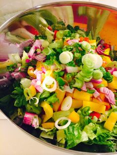Yummy chicken steak, fresh salad and yoghurt sauce - Kanaa, salaattia ja raikasta jugurttikastiketta