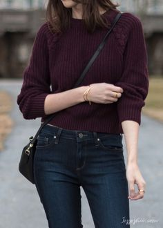 - Sweater Fashion - How to Shop for Clothes You'll Actually Wear (& Love H&M burgundy cropped sweater. Casual Work Outfits, Mode Outfits, Simple Outfits, Classy Outfits, Trendy Outfits, Casual Shopping Outfit, Girl Outfits, Winter Fashion Outfits, Sweater Fashion