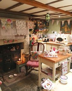Chair with checks and roses Rustic kitchen Interior design kitchen English cottage kitchens