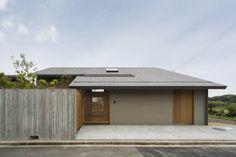 house in kakogawa Scandinavian Architecture, Japanese Architecture, Japan Modern House, Japanese Minimalism, Small Buildings, Resort Villa, House Landscape, House Elevation, House Wall
