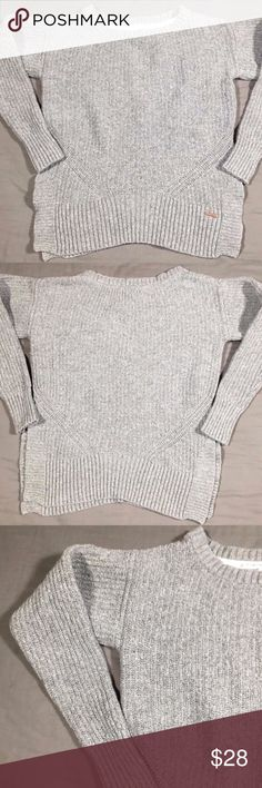 """Toms for Target Knit Sweater Gray Side Slits Sz M Toms for Target Knit Sweater Gray Side Slits Size Medium   Fabric Content: 52% Cotton 21% Rayon 20% Nylon 7% Wool  Measurements: Pit to Pit: 18.5"""" Waist: 16.5"""" Sleeve Length: 23"""" (From Collar Seam) Length: 20.5"""" TOMS Sweaters Crew & Scoop Necks"""