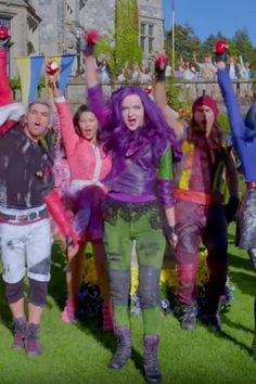You Don't Have to Watch the Disney Channel to Obsess Over This Descendants 2 Song The Descendants, Disney Songs, Disney Stuff, Disney Movies, Decendants, Cameron Boyce, Dove Cameron, 2 Way, Disney Villains