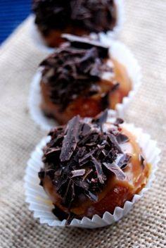 http://www.wolnakuchnia.pl/paczki-z-karmelem-i-czekolada/