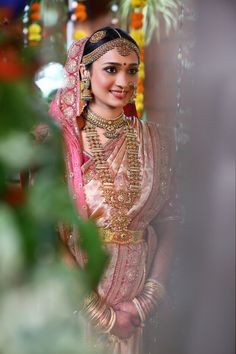 30 South Indian Brides Who Rocked The South Indian Look South Indian Bridal Jewellery, Indian Bridal Sarees, Indian Wedding Wear, Indian Bride And Groom, White Wedding Gowns, South Indian Weddings, Big Fat Indian Wedding, South Indian Bride, Saree Wedding
