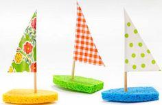 petits-bateaux-voile-en-papier-et-éponge-idée-activité-manuelle-maternelle-pour-l-été-le-thème-de-la-mer-bricolage-enfant