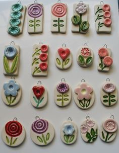 Would be lovely worn on a long silk ribbon. Nice variety of floral shapes Possible sale items for scouts and pocket money 70 beauty and easy polymer clay ideas for beginners Clay Art Projects, Polymer Clay Projects, Fimo Clay, Polymer Clay Beads, Porcelain Clay, Ceramic Clay, Cerámica Ideas, Ceramic Pendant, Ceramic Jewelry
