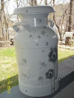 Milk can - I love it- dandelions and fireflies- I hope I can do this someday. Most of my cream cans have been stolen from my property but I still have a few. Old Milk Cans, Milk Jugs, Milk Bottles, Milk Can Decor, Painted Milk Cans, Vintage Milk Can, Milk Churn, Painted Mailboxes, Pots