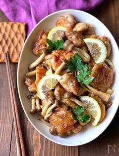 2種のきのこの旨みたっぷりジューシーチキンソテー。レモンバターで爽やか&リッチにな味わいに仕上げました♪ 鶏皮をカリカリに焼いていただくと 香ばしさもプラスされて美味しいですよ(^ ^) 月刊料理情報誌 『おあじはいかが』 10月号掲載レシピです。 Pasta Salad, Noodles, Cooking Recipes, Meat, Chicken, Ethnic Recipes, Food, Instagram, Crab Pasta Salad