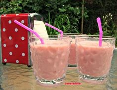 ~~pinned from site directly~~ . . .  Creamy  Banana  & Strawberry Smoothie
