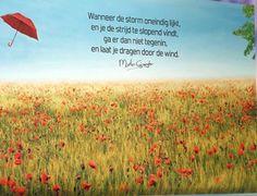 Wanneer de storm oneindig lijkt,  En je de strijd te slopend vindt Ga er dan niet tegenin Maar laat je dragen door de wind