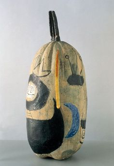 Successió Miro is an entity formed by the heirs to the estate of Joan Miró which administrates the rights of the artist's works. Ceramic Figures, Ceramic Artists, Joan Miro Paintings, Pottery Techniques, China Art, Modern Ceramics, Ceramic Clay, Vases, Clay Art