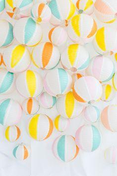 DIY beach ball back drop | sugar & cloth