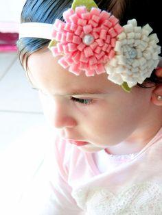 faixa para bebe em elástico acetinado, florzinhas  em feltro nas cores rosa bebe e perola, com aplicação de perolas. Super confortável, não machuca a cabecinha do bebe. Deixe sua princesinha ainda mais linda. R$ 22,90