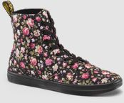 Dr Marten Floral Hackneys - don't know if I even own any clothes that could go with these....but still, me gusta!