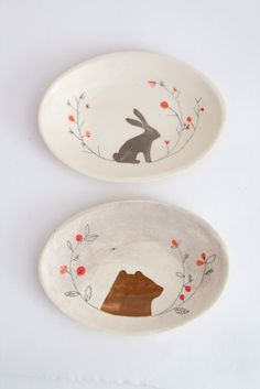 Bear and bunny ceramic plates | Elise Lefebvre Ceramique-These pieces look very simple. They remind me of children's wallpaper. 1/28