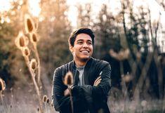 Portrait Photography Poses Guide for Photographers and Models Portrait Photography Poses – 5 Free Photography Portrait Poses Checklists Outdoor Portrait Photography, Photography Poses For Men, Outdoor Portraits, Photography Basics, Portrait Pictures, Portrait Poses, Man Portrait, Guy Friends, Face Photo