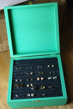 DIY stud earring holder--I so need this! I have way too many stud earrings! Jewellery Storage, Jewelry Organization, Diy Jewelry, Earring Storage, Jewelry Box, Earring Box, Jewlery, Jewelry Case, Stud Earring Organizer