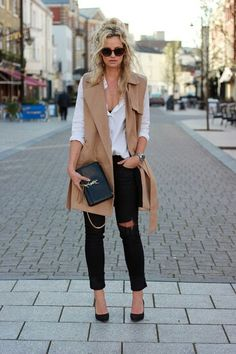Why black ripped skinny jeans are your next wardrobe staple & 30 ways to wear them tartan scarf chunky sweater black pumps camel vest white shiirt Long Vest Outfit, Vest Outfits, Casual Work Outfits, Fall Winter Outfits, Spring Outfits, Winter Vest, Long Winter, Rosa T Shirt, Ärmelloser Mantel
