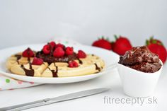 Excellent in taste, this healthy chocolate spread is a great substitute for Nutella or similar chocolate spreads. Chocolate Fit, Chocolate Spread, Healthy Chocolate, Breakfast Pancakes, Sweet Breakfast, Cocoa Cinnamon, Kakao, Healthy Fats, Granola