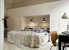 Vackra träaskar, lyxig klockförvaring och stilfull maxiförvaring för minikontoret. Ibland är ytan bä...