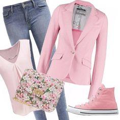 Meraviglioso punto di rosa per la stagione primaverile, blazer abbinato aglia accessori in tinta o floreali, jeans classici danno tono e allegria smorzando il romanticismo. Positive dalla mattina al pomeriggio.