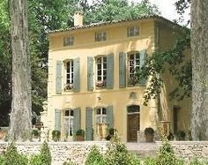 Inspiration for the lake house renovation - Photos of Pavillon de la Torse, Aix-en-Provence - Bed and Breakfast Images - TripAdvisor French Country House, French Farmhouse, French Cottage, French Country Decorating, Exterior Paint, Exterior Design, Stucco Paint, Yellow House Exterior, Green Windows