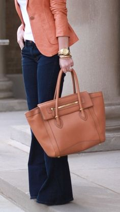 Casual fridays at the office: Rachel Zoe little leather blazer, white tee, flared jeans, big bag. Casual Outfits, Cute Outfits, Casual Wear, Summer Outfits, Look Blazer, Leather Blazer, Pink Leather, Brown Leather, Look Chic