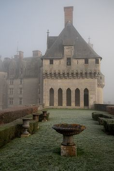 Loire Valley Chateau--ZsaZsa Bellagio – Like No Other: French Country Charm Beautiful Buildings, Beautiful Places, France Photos, Grand Homes, Chateaus, French Chateau, Kirchen, France Travel, Architecture