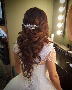 Pin by Başak Kuaför Makyaj on Açık Gelin Saç Modelleri in 2019 Sweet 16 Hairstyles, Quince Hairstyles, Wedding Hairstyles For Long Hair, Bride Hairstyles, Updo Hairstyle, Bridal Hair And Makeup, Hair Makeup, Quinceanera Hairstyles, Hair Styles For Quinceanera