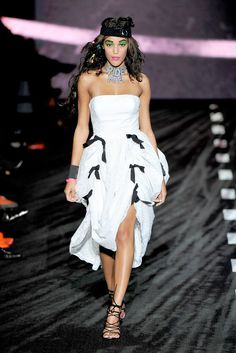 See the complete Betsey Johnson Spring 2011 Ready-to-Wear collection.