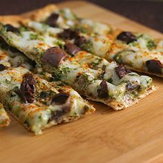 Low calorie flatbread - use your leftovers to make a low calorie thin crust flatbread in under 15 minutes.