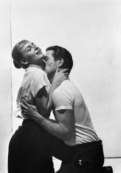 Joanne Woodward and Paul Newman. I love me some Paul Newman. Hollywood Couples, Vintage Hollywood, Celebrity Couples, Classic Hollywood, Celebrity Photos, Paul Newman Joanne Woodward, L Impossible, Actrices Hollywood, Looks Black