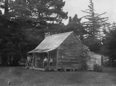 Pumpkin Cottage (also known as Taringa-Kuri), Silverstream, near Upper Hutt, Wellington region, photographed in 1945 by Albert Percy Godber. The Hutt, Cottage Exterior, Old Art, Colour Schemes, Old Pictures, Art History, New Zealand, Abandoned, Wall Lights