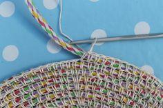 Crochet sobre cuerda - una alfombra o una cesta: